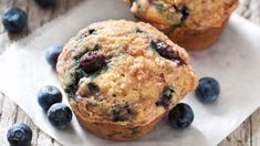 Muffins-surprises aux bleuets Muffins, Brunch, Lunches, Breakfast, Desserts, Cupcakes, Food, Gluten Free Sweets, Cupcake Recipes