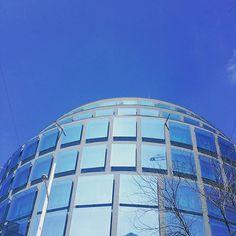 Blue Sky #ilovevienna #igersvienna #architecture #wien #mariahilferstrasse #sky #himmel #windows #wienistcool #windowsofvienna #instalike #häuser #buildings #citylife #cityview #urban