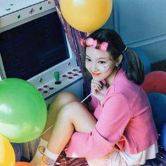 Twice-Nayeon Twicetagram Monograph Kpop Girl Groups, Kpop Girls, Twice Knock Knock, Twice Songs, Warner Music, Nayeon Twice, Tzuyu Twice, Im Nayeon, Fandoms