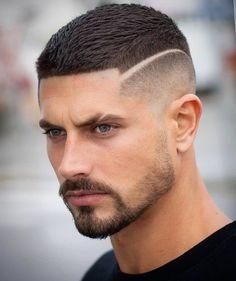 Corte militar com fade e risco lateral. Gostaram? Lá no blog Marco da Moda tem mais dicas de corte de cabelo masculino, acessem - Foto: @antonio.j.j.g