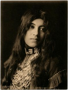 gynamo:    Kaw-u-tz (Cado) 1906  (Not your stereotypical beauty but for no make-up and living a Native American life, yowza!)
