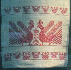 Karelian embroidery. Käspaikka - Ielleh järilleh kirjuttamine Russian Embroidery, Folk Embroidery, Old Symbols, Cross Stitch Bird, Needlepoint Stitches, Tapestry Weaving, Embroidery Techniques, Textile Art, Handicraft