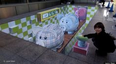 street art Piggy Bank in Fukuoka Japan. This street painting measures 45 created on vinyl in front of Iwataya department store at Tenjin district. Supported by Nishitetsu. Coördination by ONPA)))) street art - more streetart? Check www. 3d Street Painting, 3d Street Art, Street Artists, Chalk Artist, 3d Chalk Art, Illusion Kunst, Illusion Art, Art Optical, Optical Illusions