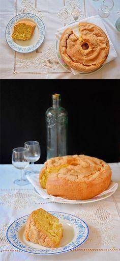 Roscón gallego, postre tradicional gallego hecho a base de ingredientes sencillos, harina, azúcar y huevos. No lleva nada de grasa.