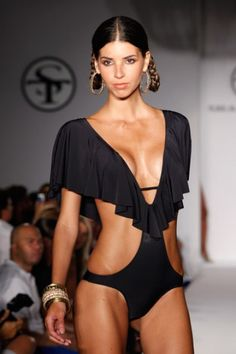 cut out/ruffle swimsuit.