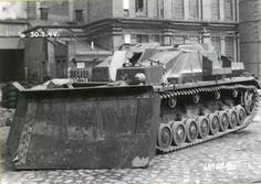 """ Ramschaufelpanzer "" StuG IV . Converted StuG IV ( SdKfz 167) - equipped with a dozer blade"
