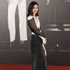 @Janice_Man stuns on the red carpet. Outfit from Louis Vuitton. #香港電影金像獎 #第三十六屆香港電影金像獎 #金像獎 #hkfilmawards #hkfa #hkfa2017 #JaniceMan #文詠珊  via ELLE HONG KONG MAGAZINE OFFICIAL INSTAGRAM - Fashion Campaigns  Haute Couture  Advertising  Editorial Photography  Magazine Cover Designs  Supermodels  Runway Models