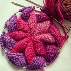 Ravelry: Der Entrelac-Hut von shyuanmomo - [ref] [diy] knitting - Strickmuster Lace Knitting, Knitting Stitches, Knitting Patterns Free, Knit Patterns, Tricot D'art, Bonnet Crochet, Yarn Crafts, Knitting Projects, Knitting Ideas