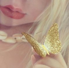 Bec Winnel golden butterfly from Sippy Sunny book