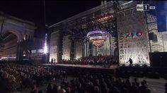 E' cominciato con il preludio dell' Attila  di Giuseppe Verdi in piazza Duomo a Milano il concerto inaugurale 'Opening Expo' dell'Esposizione universale: sul palco il coro e l'orchestra del teatro alla Scala accompagnano il tenore Andrea Bocelli, oltre ad altri artisti internazionali come il pianist
