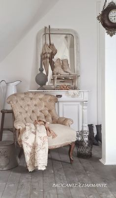 Interior Design Made Simple With These Easy Steps - Cute Home Designs Shabby Vintage, Vintage Decor, Shabby Chic, Vintage Shoes, French Interior, French Decor, French Country Decorating, Interior Design, Bedroom Furniture Sets