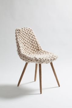 I wonder if I could crochet a chunky cover for a chair like this?