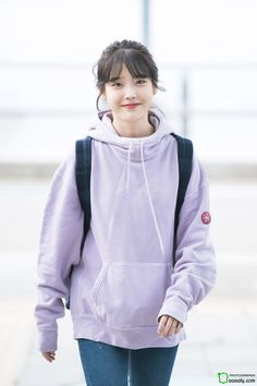 6 IU Fashion Outfits That Embody The Korean College Girl Look Iu Fashion, Korean Fashion, Fashion Outfits, College Outfits, College Girls, Outfit Invierno, Airport Style, Korean Actresses, Ulzzang Girl