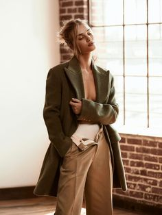 Rosie Huntington-Whiteley Poses in Relaxed Looks for PORTER Edit Rosie Huntington-Whiteley posiert e Rosie Huntington Whiteley, High End Fashion, Look Fashion, Fashion 2020, Latest Fashion, Pose Mannequin, Fashion Poses, Fashion Outfits, High Fashion Shoots