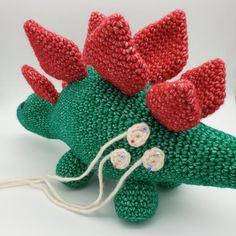 Crochet Dinosaur Patterns, Crochet Patterns Amigurumi, Crochet Dolls, Double Crochet, Single Crochet, Green Bear, How To Make Toys, Stuffed Animal Patterns, Learn To Crochet
