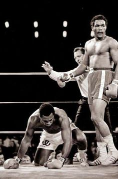 Joe Frazier vs George Foreman, Jamaica, Foreman by KO 3 George Foreman Boxing, Professional Boxing, Boxing History, World Heavyweight Championship, Boxing Champions, Combat Sport, American Sports, Star Wars, Motivational Pictures