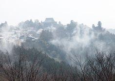 吉野山 中千本より蔵王堂 霧風景 : 魅せられて大和路