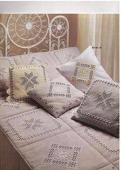 Hardanger bedspread and pillows Hardanger Embroidery, White Embroidery, Embroidery Thread, Cross Stitch Embroidery, Diy Pillows, Decorative Pillows, Lace Beadwork, Bordados E Cia, Drawn Thread