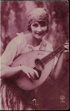 Maria Severa, who lived in Lisbon in early century was the first Fadista in Portugal to be acclaimed as a Fado performer. Old Photos, Old Pictures, Portuguese Culture, My Heritage, 19th Century, Blond, The Past, Musicals, Romance