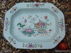 Famille rose porcelain platter or tureen underplate - China (Qianlong), mid-18th century