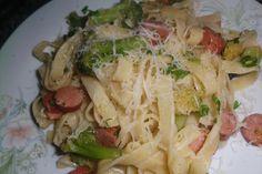 Tagliatelle com Salsichas e Bróculos