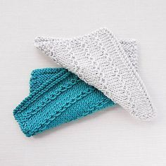 Classic charm and a subtle design co-mingle in the Stamen Stripe Knitted Facecloth. This attractive washcloth knitting pattern uses a basic slip stitch to create a simple looped design for added interest and texture. Dishcloth Knitting Patterns, Crochet Dishcloths, Knit Or Crochet, Knitting Stitches, Knit Patterns, Free Knitting, Loom Knitting, Tricot Simple, Knitted Washcloths