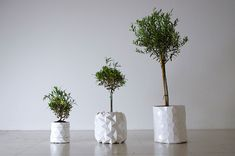 GROWTH pot : origami-like design grows with your plant.