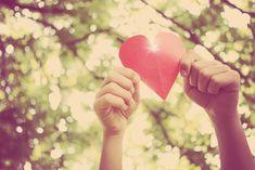 Nem sempre somos caridosos e compassivos com as pessoas ao nosso redor, porém, é preciso seguir o exemplo de grandes líderes espirituais. Faça caridade! http://www.eusemfronteiras.com.br/caridade-a-grande-licao-de-amor/ #eusemfronteiras #caridade #amor