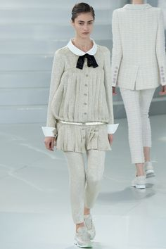 http://www.style.com/fashion-shows/spring-2014-couture/paris/chanel/collection/CHA_1091.450x675.JPG