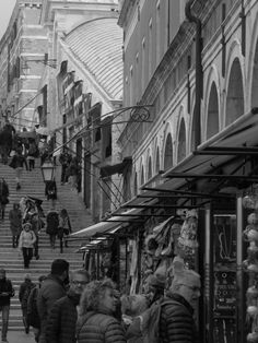 Rush hour-Rialto by Flavia Alexandra Photography Composition, Perspective Photography, Bw Photography, Street Photography, Rialto Bridge, Barcelona City, Tokyo Streets, Pedestrian, Destiny