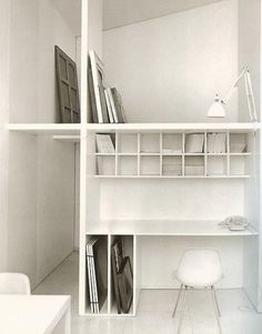 Love the division of space. Perfect for studio+storage.