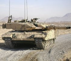 The Canadian Leopard CAN Tank is the most advanced in the Canadian Army. Its a reconditioned, up-armored Leopard & entered service in October Army Vehicles, Armored Vehicles, Patton Tank, World Tanks, Tank Armor, Canadian Army, Armored Fighting Vehicle, New Tank, Military Weapons