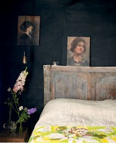 gatheringkindling:    downandoutchic:    from the book modern vintage style by emily chalmers    Black wall.