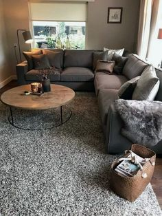 Hold current with the latest small living room decor ideas (chic & modern). Find excellent methods for getting stylish design even although you have a small living room. Living Room Furniture, Home Furniture, Living Room Decor, Furniture Legs, Barbie Furniture, Garden Furniture, Furniture Design, Antique Furniture, Rustic Furniture