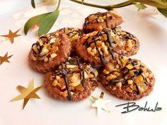Z mouky, másla, cukru, kakaa, soli a žloutku vypracujeme těsto. Uložíme asi na hodinu do chladu. Na pomoučeném válu vyválíme plát silný asi 5mm.... Christmas Baking, Christmas Cookies, Czech Recipes, Ethnic Recipes, Crinkles, Baked Goods, Baking Recipes, Almond, Stuffed Mushrooms