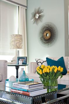 Coffee Table Decor Home Design Ideas, Pictures, Remodel and Decor Coffee Table Arrangements, Decorating Coffee Tables, Flower Arrangements, Blue Accent Walls, Teal Accents, Happy Room, Inviting Home, Chic Living Room, Living Rooms