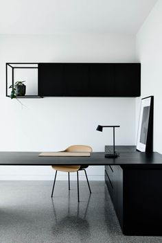 Dramatic home featuring black on black materials - STYLE CURATOR - Black on bla. - Dramatic home featuring black on black materials – STYLE CURATOR – Black on black: A sleek and dramatic home tour. Modern and minimalist home office – - Interior Design Minimalist, Minimalist Office, Office Interior Design, Home Office Decor, Office Interiors, Interior Modern, Gray Interior, Office Ideas, Minimalist Furniture