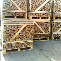 http://www.haardhout.nl/product/12-pallet-gemengd-openhaardhout/ - 1/2  Pallet gemengd haardhout. ( komt overeen met 1 kuub gestapeld openhaardhout).  Ovengedroogd! Samenstelling: Meerdere soorten mogelijk, Els, Berk, Eik, Es. 1m3 gestapeld openhaardhout is ca. 1,6 m3 losgestort. Prijs is incl. btw en transport door heel Nederland. (ook Texel; voor de andere eilanden prijs in overleg).