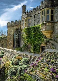 Haddon Hall, Derbyshire / England (by Ian Carroll). Country house