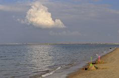 Speelgoed langs de kust