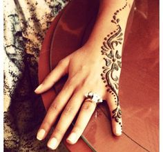Check out more henna pictures at https://www.mehndiequalshenna.com