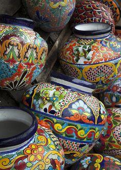 Yard Pots by Greg Kopriva Mexican Home Decor, Mexican Crafts, Mexican Art, Talavera Pottery, Ceramic Pottery, House Plants Decor, Plant Decor, Mexican Ceramics, Southwest Art