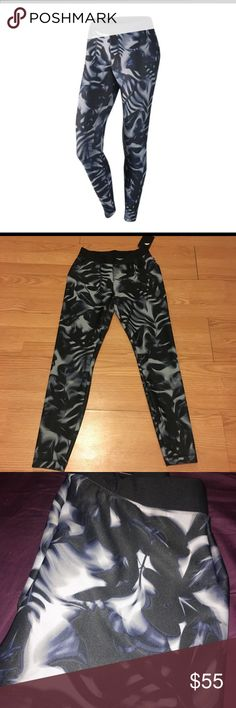 Nike workout leggings NWT Nike workout pants. Brand new women's size Small. Cute all over Black, white, and grey print. Elastic waistband. Great for your next workout! 💪🏼 Nike Pants Leggings