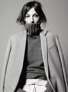 Phoebe Philo, as shot for Vogue Paris by David Sims. She's the current creative director for Céline and formerly was creative director for Chloé. Phoebe Philo, David Sims, Foto Fashion, Fashion Moda, Grey Fashion, Paris Fashion, Fashion News, Fashion Art, Fashion Trends