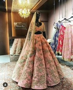 New wedding lengha bridal lehenga beautiful ideas Indian Bridal Outfits, Indian Bridal Lehenga, Indian Bridal Wear, Indian Designer Outfits, Bridal Dresses, Bridal Lenghas, Anarkali Bridal, Pakistani Bridal, Bridal Bouquets