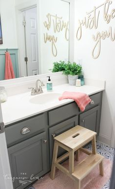 How to Create Big Style in a Small Bathroom | The Girls' Bathroom Refresh Reveal #bathroomdecor #diyhomedecor #girlsbathroom #diyhomedecoronabudget