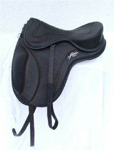 "FREEFORM LIBERTY First step ""all purpose"" saddle , propaedeutic for Icelandic and Dressage competitions. Padded flap. Ref. Code : FRE B LIB = saddle base FREST1 = Classic seat."