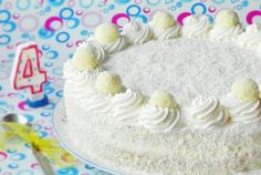 Cake with white chocolate cream Best Cake Flavours, Cake Flavors, Romanian Food, Sweet Tarts, Chocolate Cream, Vanilla Cake, Deserts, Birthday Cake, Yummy Food