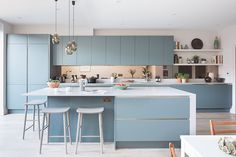 How to design your kitchen design in a thematic area – lamp ideas Design Your Kitchen, Interior Design Kitchen, New Kitchen, Kitchen Decor, Kitchen Ideas, Light Blue Kitchens, Cuisines Design, Cheap Home Decor, Home Decor Accessories