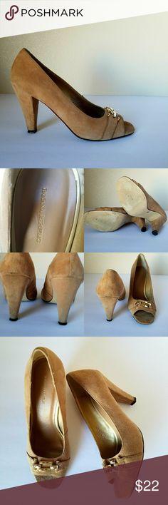 Banana Republic Suede Shoes Peep Toe Heels Size 7 Banana RepublicWomens Shoes Nude Tan Suede Peep Toe Pumps Size 7 Heels   Type:Heel Shoes  Style:Peep toe  Brand:Banana Republic  Material:Suede  Color:Nude Tan  Size: 7 Banana Republic Shoes Heels